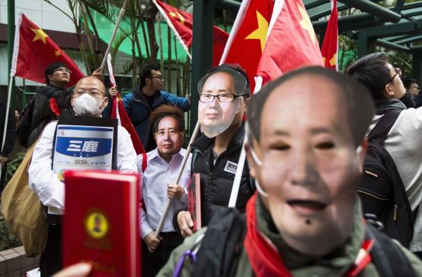 Hong Kong protesters mock China leaders, defy face mask